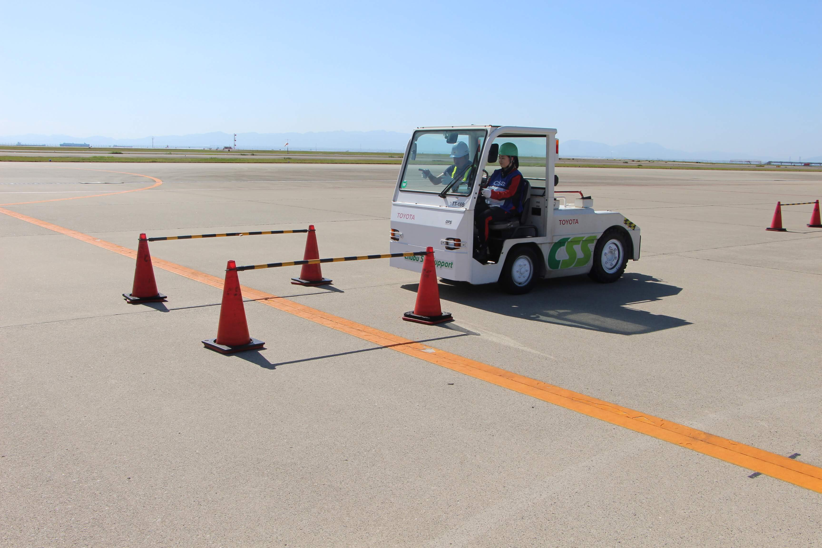 07研修制度大卒も専門卒も「航空機が飛ぶしくみ」から丁寧に指導。世話役制度でフォローします。